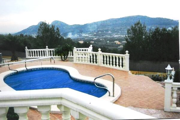 Villa with swimming pool and nice views
