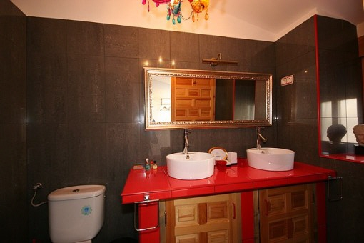 One of the four bathrooms