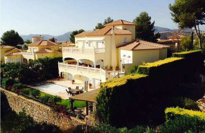 Luxury villa in La Sella with spacious heated pool