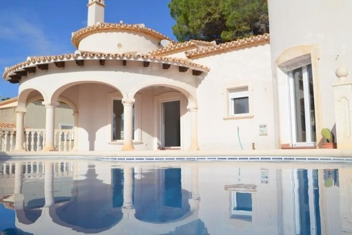 Renovated spacious villa with a great panorama view over La Sella
