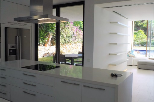 Modern and fully equipped kitchen
