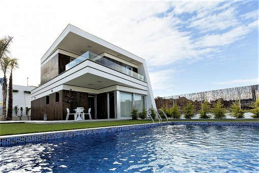 Modern, new build villa with pool in Villamartin